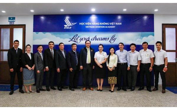 Tiếp và làm việc với Cục Hàng không dân dụng Lào
